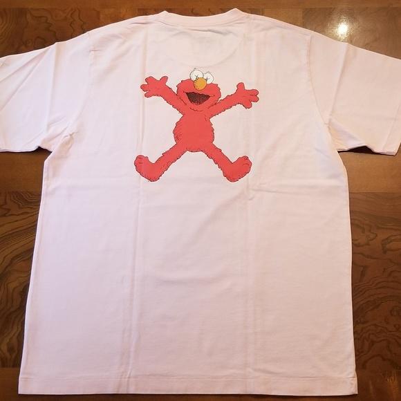 cf40af566 Kaws X Sesame Street Pink Elmo Graphic T-Shirt. M_5b994d521b3294025e22082d